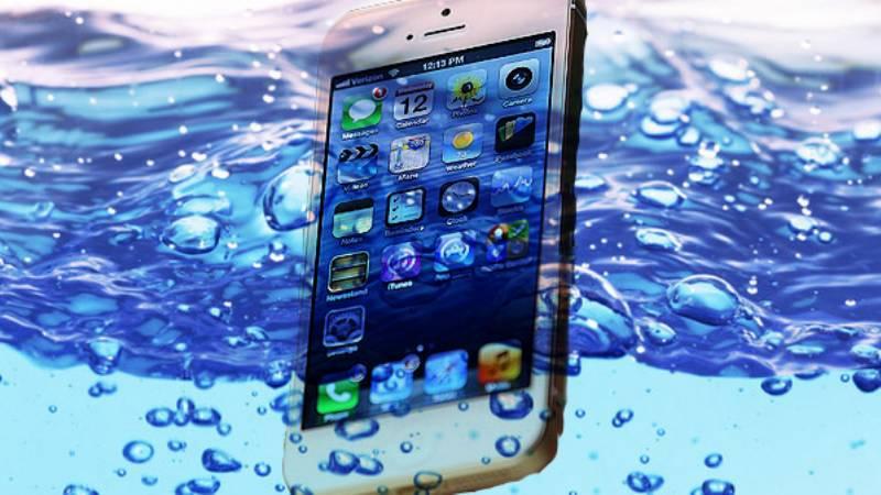 come fare per riparare smartphone in acqua